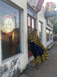 InvesmentPiece , high fashion, statement cape,  melange mode, jeans, art, CA. TX